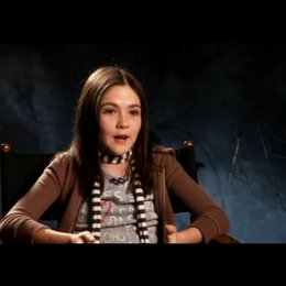 "Isabelle Fuhrman ""Esther"" - OV-Interview Poster"