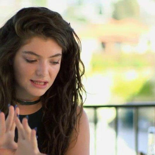 Lorde - Sundtrack - über den End-Credit-Song - OV-Interview Poster