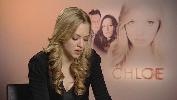 Amanda Seyfried - Chloe / über das Arbeiten mit Julianne Moore und Liam Neeson - OV-Interview Poster