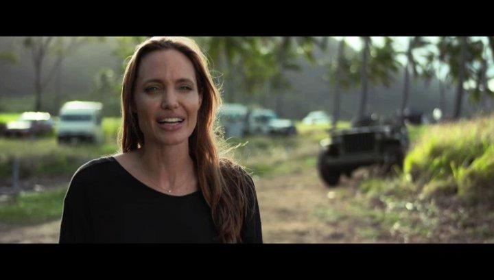 Angelina Jolie über die Themen Not und Durchhaltevermögen - OV-Interview Poster