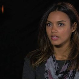 Jessica Lucas - Ariadne - über Ariadne, die Sets - OV-Interview Poster