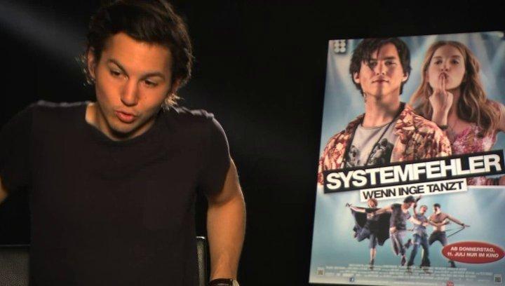 Tim Oliver Schultz über Joschas Missgeschick - Interview Poster