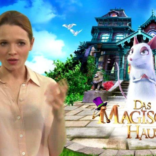 Karoline Herfurth - Maggie - über Zaubern in der Kindheit - Interview Poster
