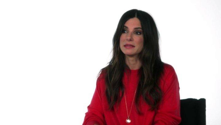 Sandra Bullock - Scarlet Overkill -  über die Arbeit mit Kevin, Stuart und Bob - OV-Interview Poster