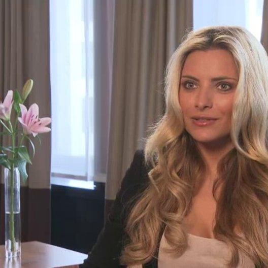 Sophia Thomalla über Daniela Ziegler als böse Schwiegermutter - Interview Poster