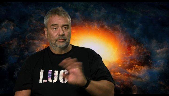 Luc Besson - Regie, Drehbuch und Produktion - über die Miteinbeziehung von Experten - OV-Interview Poster