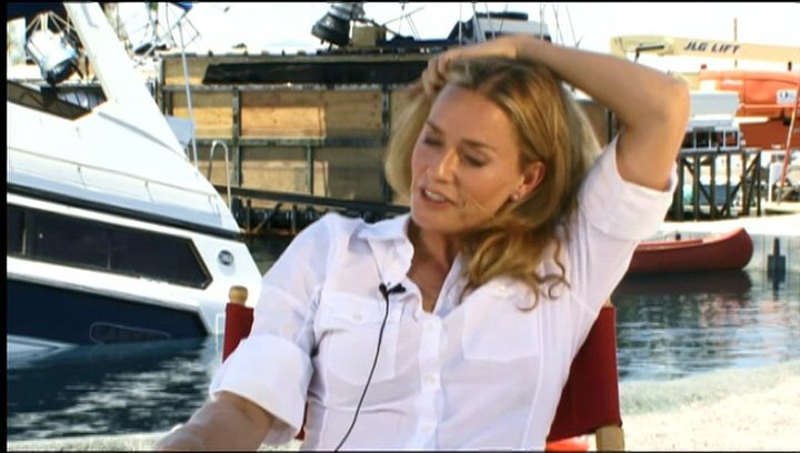 Elisabeth Shue (Julie Forester) über die Dreharbeiten - OV-Interview Poster