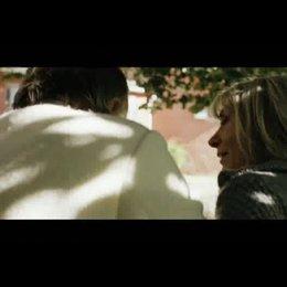 Angela hilft Tiziano aus dem Auto - Szene Poster