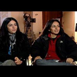 Yasemin Samdereli und Nesrin Samdereli (Regie und Drehbuch) über ihr Lieblings-Klischee - Interview Poster