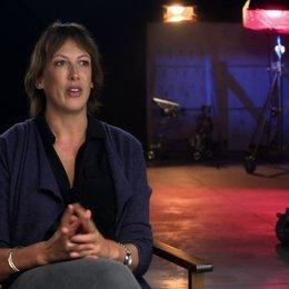 Miranda Hart über die Beziehung zwischen Susan und Nancy - OV-Interview Poster