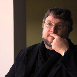 Guillermo del Toro über Mamas besitzergreifende Liebe - OV-Interview Poster