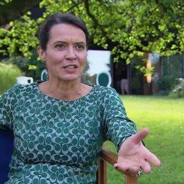 Ulrike Folkerts - Patrizia - über das Verhaeltnis von Ada zu ihrer Mutter - Interview Poster