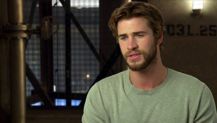 Liam Hemsworth - Gayle Hawthorne - über die Geschichte - OV-Interview Poster