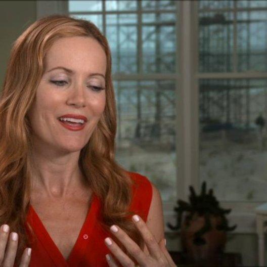 Leslie Mann - Kate King - über die Besetzung - OV-Interview Poster