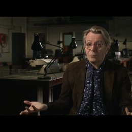 GARY OLDMAN -George Smiley- über LE CARRES Romanvorlage - OV-Interview Poster