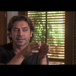 """Javier Bardem (""""Felipe"""") über die Arbeit mit Ryan Murphy - OV-Interview Poster"""