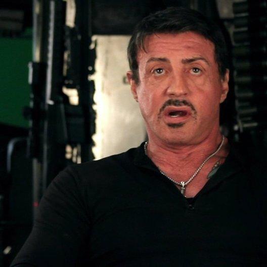 Sylvester Stallone -Barney Ross- über Regisseur Simon West - OV-Interview Poster