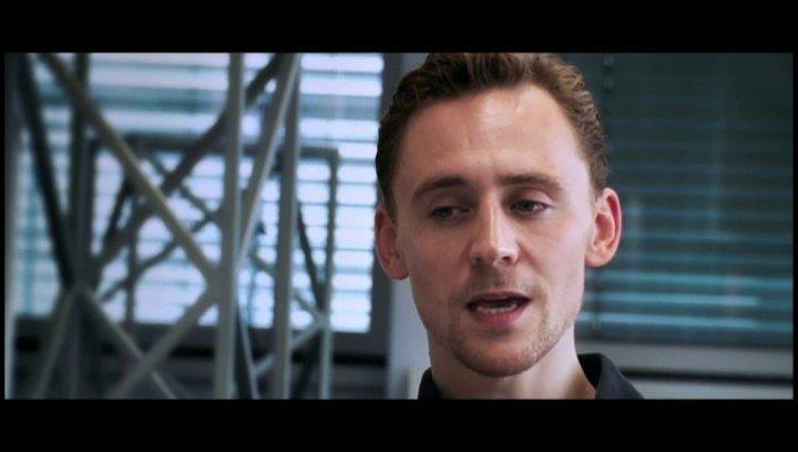 Tom Hiddleston (Adam) über die Bedeutung von Vampiren und seinen Zugang zur Rolle - OV-Interview Poster