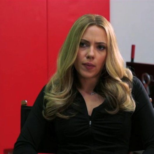 Scarlett Johansson über die Erwartungen an eine Beziehung - OV-Interview Poster