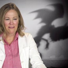 Catherine O Hara - Mrs Frankenstein - über die Charaktere im Film - OV-Interview Poster