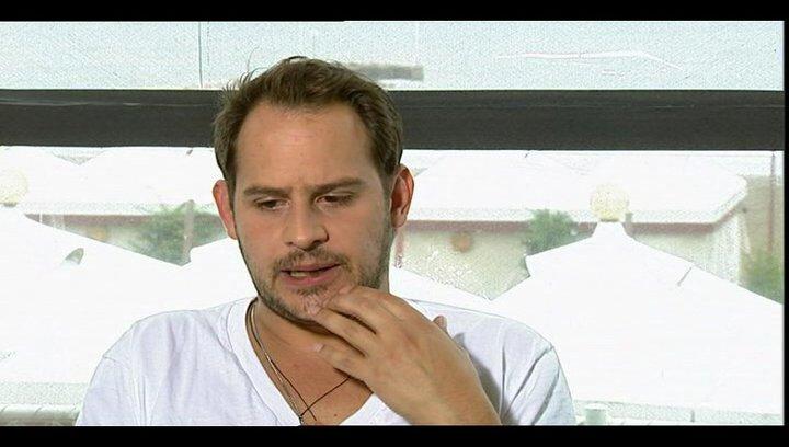Moritz Bleibtreu darüber um was es in dem Film geht - OV-Interview Poster