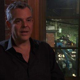 Danny Huston - Dick Nolan - über den Film - OV-Interview Poster