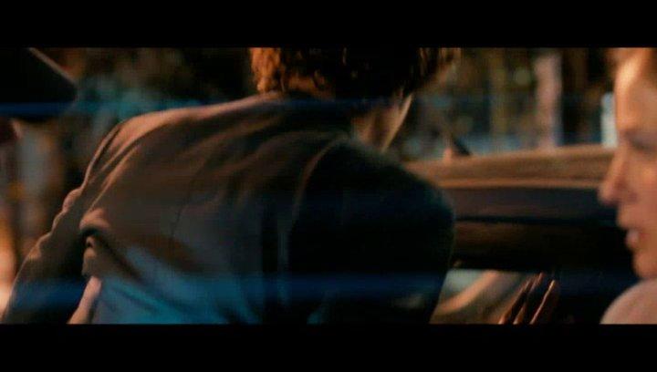 Thomas (Max Boublil) macht Lola (Mélanie Bernier) einen außergewöhnlichen Heiratsantrag - Szene Poster