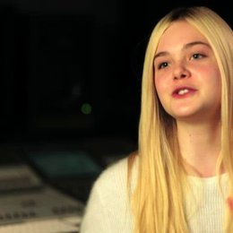 Elle Fanning über ihre Eindrücke von Winnie als Figur - OV-Interview Poster