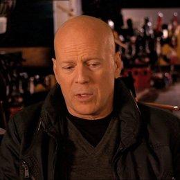 Bruce Willis (John McClane) über den Weg von John McClane - OV-Interview Poster