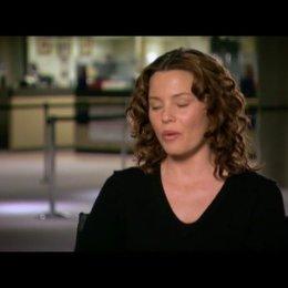 Elizabeth Banks (Lara Brennan) über das Ensemble - OV-Interview Poster