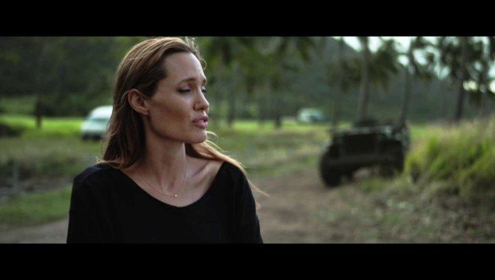 Angelina Jolie über die Herausforderung Unbroken zu verfilmen - OV-Interview Poster