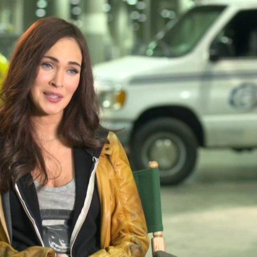 Megan Fox - April ONeil - über die Veraenderung von April in der Geschichte - OV-Interview Poster