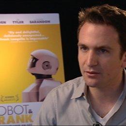 Jake Schreier - Regisseur - über die Arbeit mit Robot - OV-Interview Poster