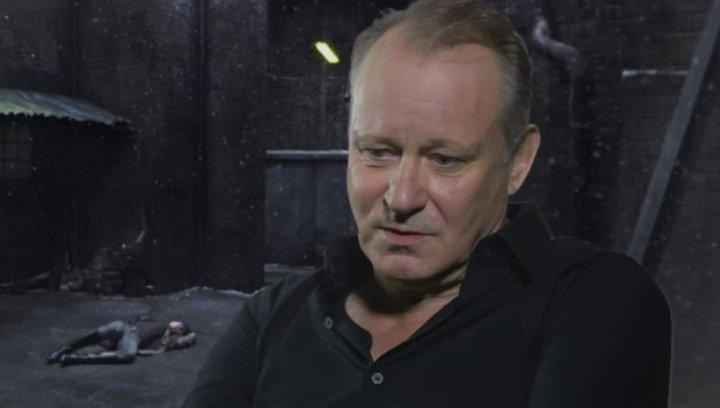 STELLAN SKARSGARD - Seligman - ob der Film für ihn kontrovers ist - OV-Interview Poster