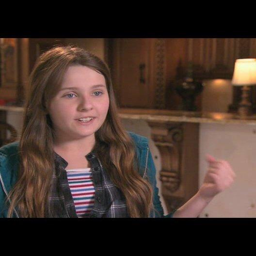 Abigail Breslin über ihre Rolle - OV-Interview Poster