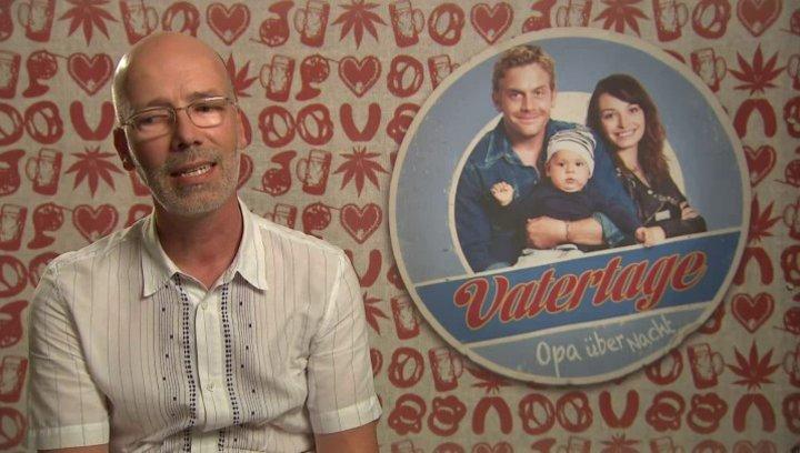 Jakob Claussen -Produzent- darüber warum VATERTAGE als Komödie gedreht wurde - Interview Poster