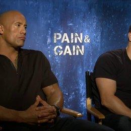 Mark Wahlberg und Dwayne Johnson - Daniel Lugo und Paul Doyle - über ihre Rollen - OV-Interview Poster