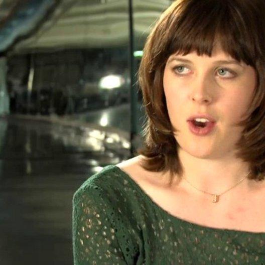 Alexandra Roach - Julz - über ihre Rolle - OV-Interview Poster
