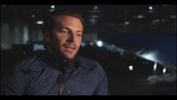 """Bradley Cooper - """"Faceman"""" über die Beziehung zu """" Charisa"""" - OV-Interview Poster"""