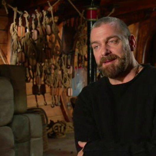 Stevenson über das Motto der Musketiere - OV-Interview Poster