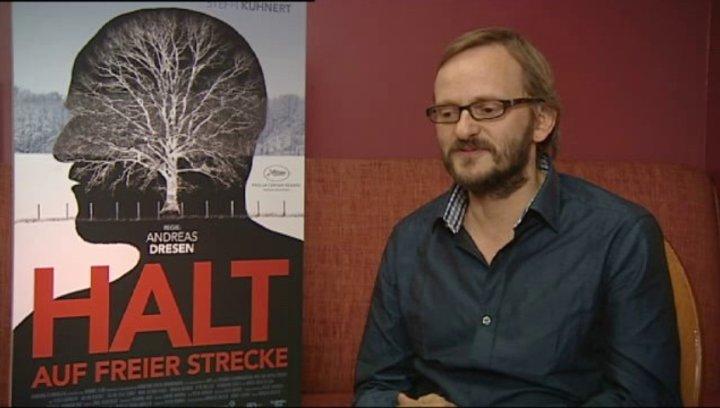 Milan Peschel über die Premiere in Cannes - Interview Poster
