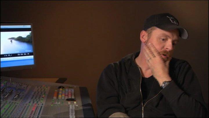 Simon Pegg über die Auswirkungen der Geschichte auf Kinder - OV-Interview Poster