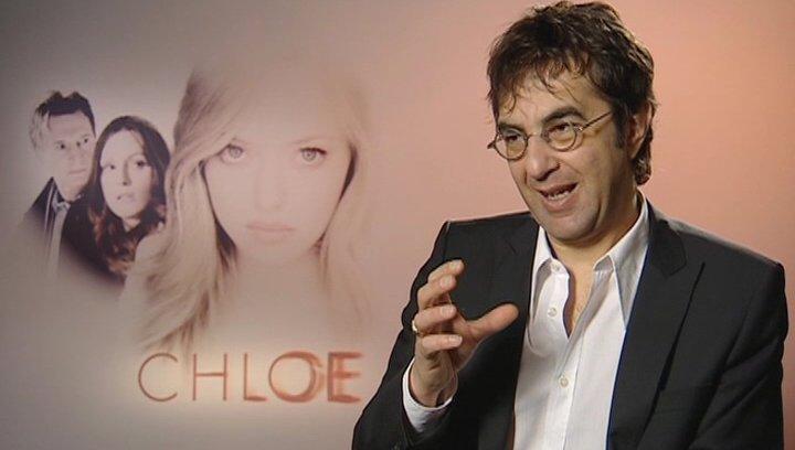 Atom Egoyan - Regie / über Chloes Look - OV-Interview Poster