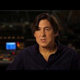 Cameron Crowe - Regisseur, Drehbuchautor und Produzent - über den Film - OV-Interview Poster