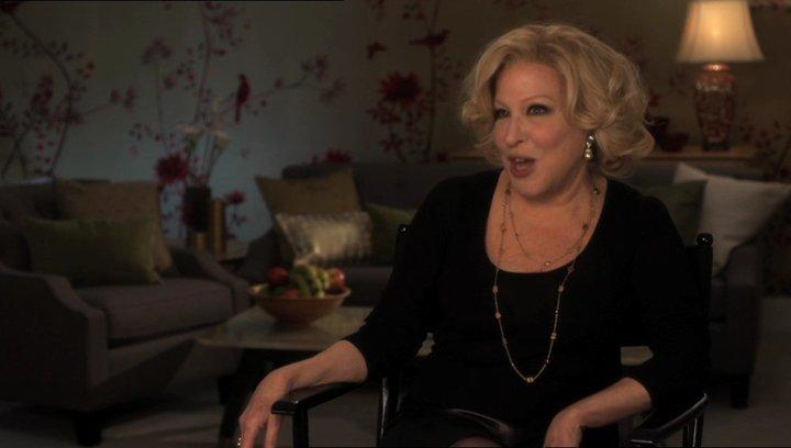 Bette Midler (Diane Decker) über ihre Rolle - OV-Interview Poster