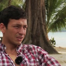 Arnel Taci Costa über seine Rolle - Interview Poster