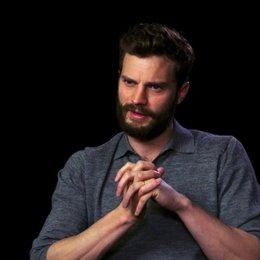 Jamie Dornan über die Balance zwischen Humor und Drama - OV-Interview Poster