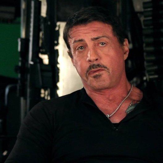 Sylvester Stallone -Barney Ross- über das kleine Wunder so vieler Legenden in einem Film - OV-Interview Poster