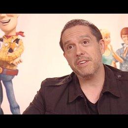 Lee Unkrich and Darla K Anderson über die neuen Charaktere - OV-Interview Poster