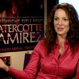 05 KATHERINE HEIGL -Stephanie Plum- darüber was die Zuschauer erwartet - OV-Interview Poster